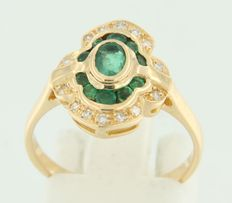 18 kt yellow gold entourage ring, set with emerald and octagon cut diamond