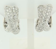 18 kt white gold cross-over clip-on earrings with brilliant cut diamonds, 1.1 cm wide, 2.1 cm in diameter