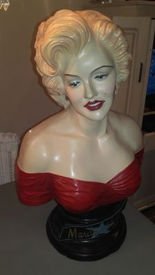 Bust of Marilyn Monroe.Resin / Polyester - Second half of the 20th century