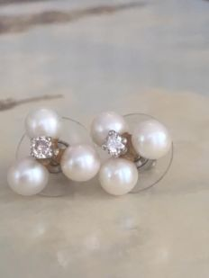 18 kt white gold ear studs, set with approx. 0.20 ct brilliant cut diamonds H/SI2/P1 and cultured freshwater pearls