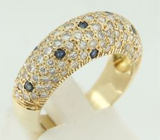 Yellow gold ring of 14 kt set with brilliant cut sapphires and diamonds