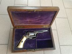 Working pinfire revolver, 7 mm Lefaucheux with case