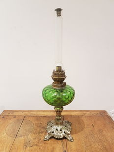 Very nice old oil lamp, decorated glass, base in ornated metal - early twentieth century