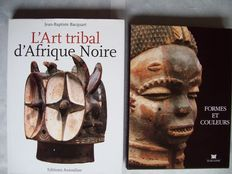 Lot with two books and six auction catalogues of tribal art from Africa.