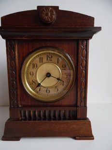 Pfeilkreuz table clock – 1920
