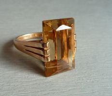 Ring made of 18 kt gold set with a large citrine.