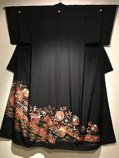 """Silk kimono, Tomosode model. Beautiful edge with depiction """"Flower Garland"""" - Japan - Early 20th century"""