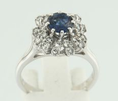 18k white gold ring set with brilliant cut sapphire and diamond ***NO RESERVE PRICE***
