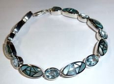 Bracelet made of 925 silver set with 6 topazes in light blue of 9ct + mother of pearl inlays, mint condition