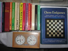 Chess; Lot with 18 reference books on chess plus a chess clock - 1963 / 2007