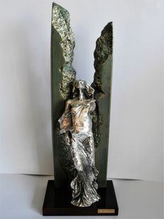 R. Bacardi-detailed statue with silver leaf of a lady