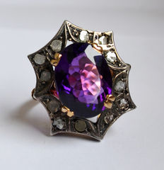 Ring from the early 1900s, in white and yellow gold, with amethyst and diamonds.