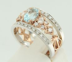 Bi-colour gold ring set with 1 topaz and 34 pieces of brilliant cut diamond, approx. 1.50 carat in total.