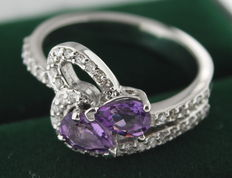 14 kt white gold ring inlaid with pear-shaped amethyst and 0.40 ct in diamonds - 17.75