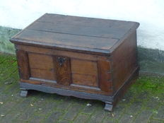 Small Dutch blanket chest - oak - approx. 1650