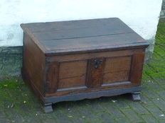Old-Dutch blanket chest,  84 x 54 at 47 cm high - oak - Ca. 1650