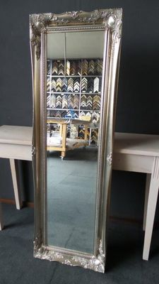 Large full length mirror with facet-cut glass - Hand-gilded frame with ornamental details - Silver