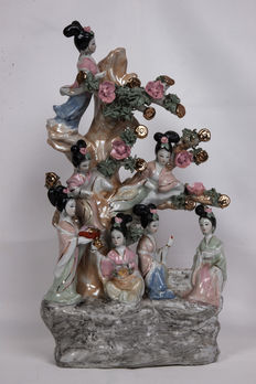 Tree with seven ladies of the Chinese court in porcelain - China - end of 20th century