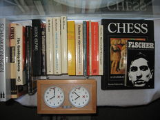Chess; Lot with 18 reference books on chess plus a chess clock - 1972 / 2006