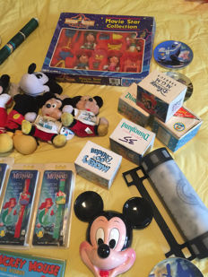 Disney, Walt - 15 Collectibles - e.g figures + watches + posters + mugs + plates (ca. 1960/1990)