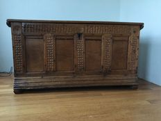 Oak panel blanket chest with carving - The Netherlands-18th century