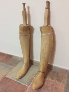 Vintage pair of boot tensioners in wood