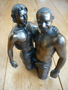 Statue: Oliver Tupton - two men in love in Levi's jeans - late 20th century