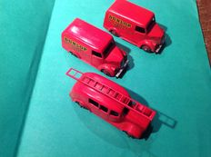 "Dinky Toys - Scale 1/48 - Lot of 2 x Trojan CWT Van ""Dunlop"" No.31b/451 and Fire Engine No.25h"