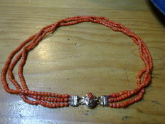 3-rows blood coral necklace with gold clasp.