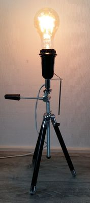 Industrial vintage tripod lamp - Antique tripod with stainless steel uprights in leather covers, beautiful carbon wire lamp with bakelite fitting.