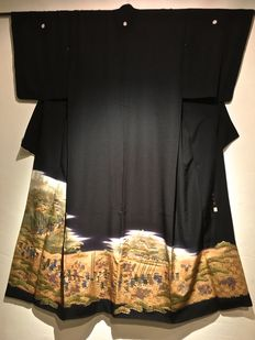 """Silk kimono model Tomosode with unusual depiction """"Temple Parade"""" – Japan – first half 20th century"""