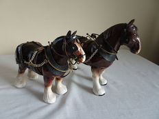 2 English porcelain farmers workhorses (so-called Zeeland nags)