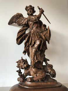 Archangel Saint Michael slaying the Dragon / Demon - lime wood sculpture on a beech wood base - ca. 1700