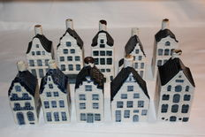 Lot with 10 original vintage Delft Blue KLM miniature houses (Rynbende, made by 'de Koninklijke Goedenwaage') 1st manufacturer