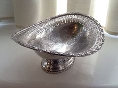 Gorgeous centrepiece basket in English Sheffield, by Walker & Hall, Silver Plate early 1900