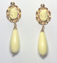 Yellow gold earrings with white colour faux pieces