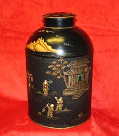 Large hand-painted metal tea-caddy – China – 2nd half of the 20th century