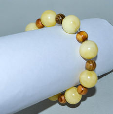 Baltic amber bracelet with white/yellow color with glass beads