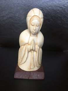 "Statue ""Madonna"" in sculpted ivory on wooden stand (signed) - ca. 1910"