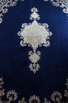 AUTHENTIC PERSIAN HAND-KNOTTED SIGNED  KERMAN CARPET c. 315x235cm  circa 1990