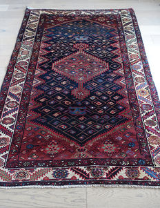 AUTHENTIC VINTAGE  SHIRVAN RUG FROM THE  CAUCASUS    200x130cm in Immaculate condition