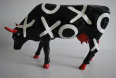 Susan Rooney  for Cow Parade - type Hugs and Smooches - Large