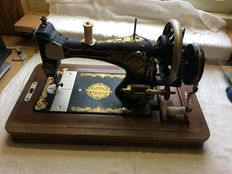 Beautiful old US hand sewing machine with case and original booklet.