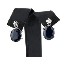 White gold earrings set with 2 diamonds and 2 sapphires.