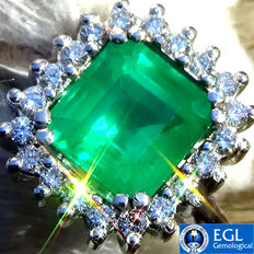 Natural 2.05 ct Neon Green Brazilian Emerald And Diamonds Cocktail Ring in 18 kt White Gold – EGL Certified – No Reserve
