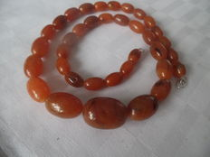 Amber necklace with a silver clasp (925)