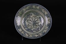 Glazed Timurid earthenware platter – Iran – 15th century