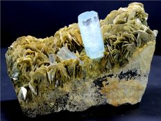 Terminated Aquamarine Specimen with Muscovite Mica -  145 x 87 x 56 mm  - 1521 gm