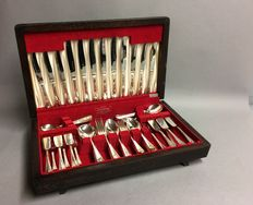 Silver plated six person cutlery in original wooden case, Insignia Plate, England, ca. 1955