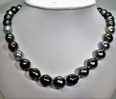 Baroque cultured pearl (Tahiti) necklace – Ø 10.1 × 13.8 mm – Magnetic 925 silver clasp